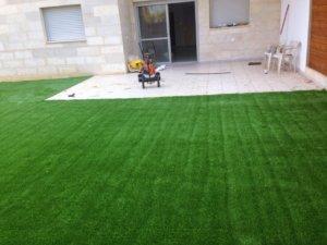 דשא סינטטי בגינה