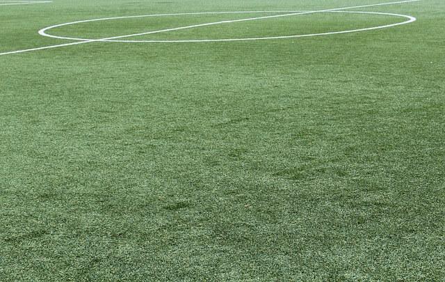 דשא סינטטי במגרש כדורגל